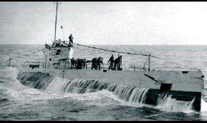 submarinoc3emergiendo.png