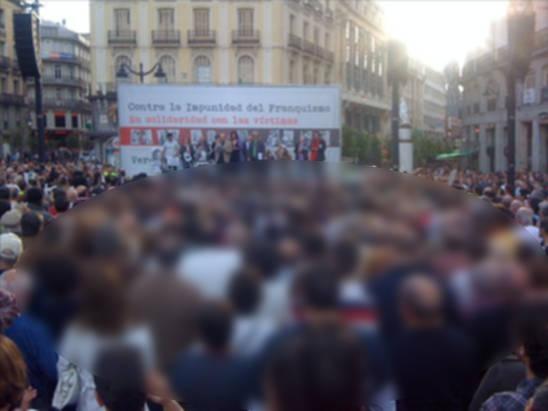 Manifestación democrática en Madrid en apoyo del juez Garzón y de condena al franquismo.|Democratic demonstration in Madrid in support of Judge Garzon, and condemning the Franco regime.